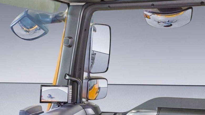 Rundumblick: Ein System aus Spiegeln und Kameras hilft dem Fahrer. Foto: Scheffler