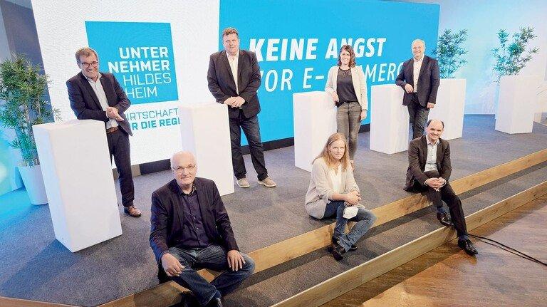 Startschuss im Hi-Studio: Die Initiatoren für das Ausbildungsangebot zu E-CommerceKaufleuten in Hildesheim.