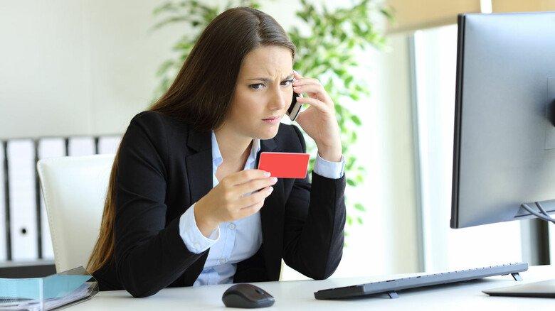 Ruhig skeptisch bleiben: Wer per Telefon nach Passwörtern und anderen persönlichen Daten gefragt wird, sollte kritisch nachfragen oder direkt auflegen.