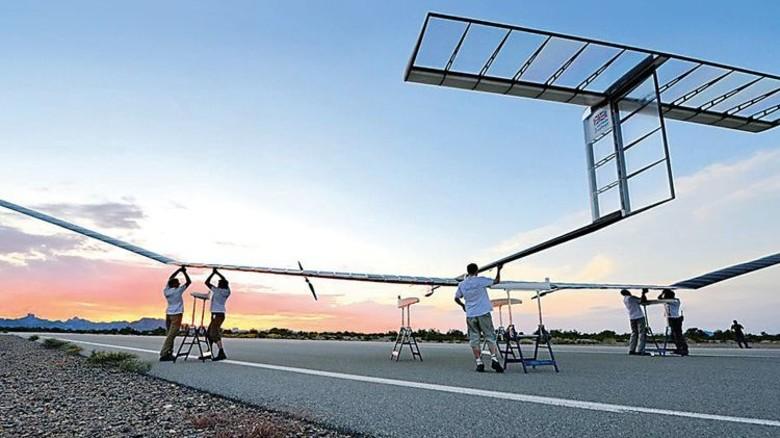 Vor dem Start: Der Solarflieger auf einem Flugfeld im amerikanischen Bundesstaat Arizona. Foto: Airbus