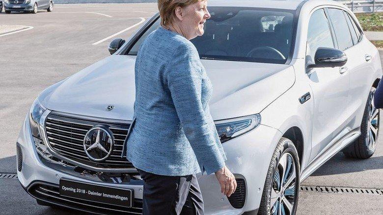 Eröffnung: Bundeskanzlerin Angela Merkel lobt die neue Daimler-Teststrecke in Immendingen. Foto: Werk