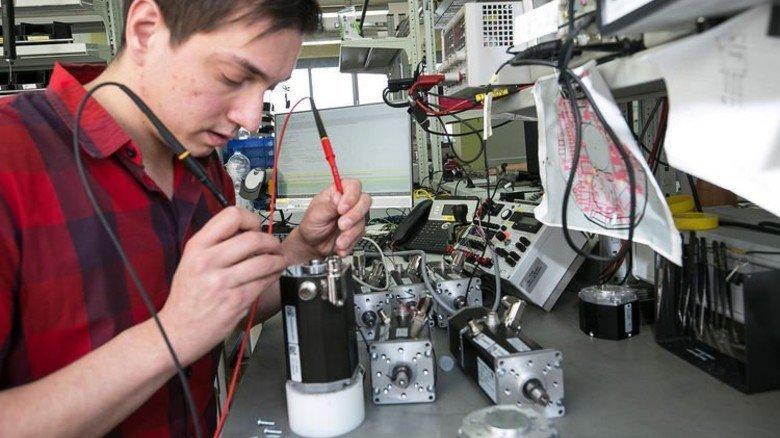 Frank Ketterer macht die Fortbildung zum staatlich geprüften Techniker. Foto: Mierendorf