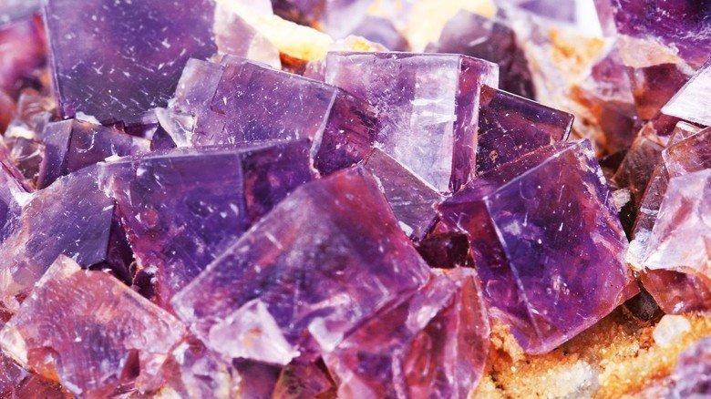 Fluor: Es kommt in der Natur immer nur als Fluorid in Form von Mineralien vor.