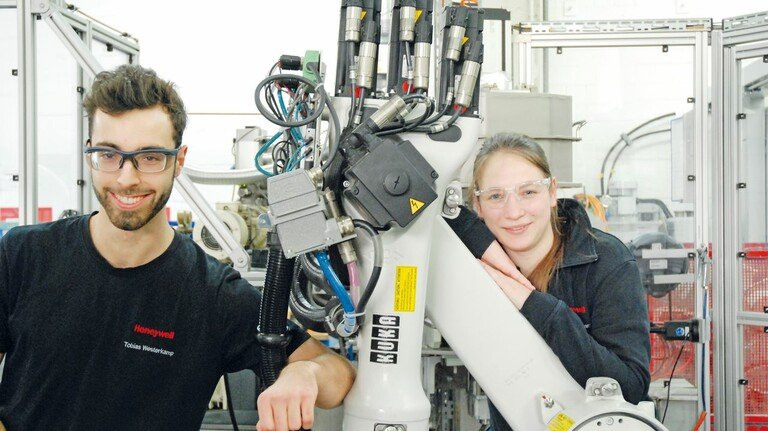 Gehen ihren Weg in der Metallbranche: Tobias Westerkamp und Jacqueline Fortmann gehören zu den Besten ihres Fachs.