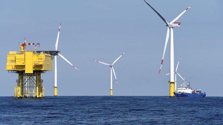 Gegenwind: Die Regierung tritt beim Thema Offshore auf die Bremse. Foto: dpa
