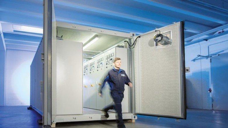 Schaltschrank to go: Bei Bedarf wird die Anlage auch im Container geliefert. Foto: Werk