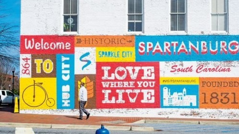 Heimatstolz: Verzierte Fassade in Downtown Spartanburg. Foto: Roth