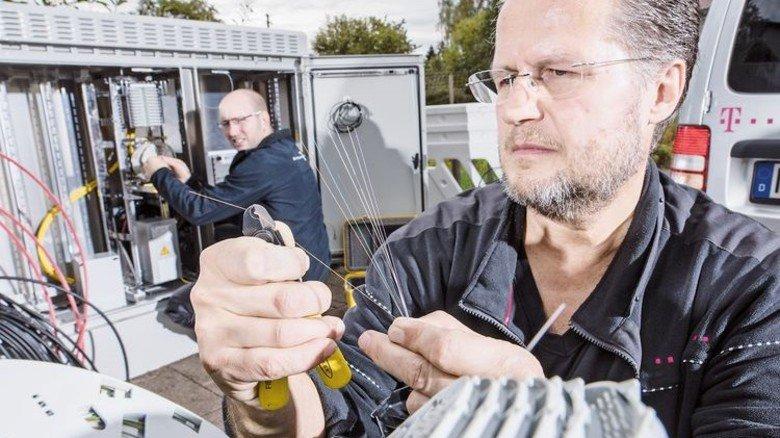 Teuer: Anbieter wie die Telekom arbeiten am Ausbau neuer Netze und der Ertüchtigung alter Leitungen. Foto: Telekom