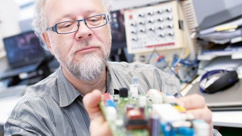 Beim Heizgerätebauer Vaillant in Remscheid: Der 56-Jährige Schöps arbeitet hier als Entwickler. Foto: Moll