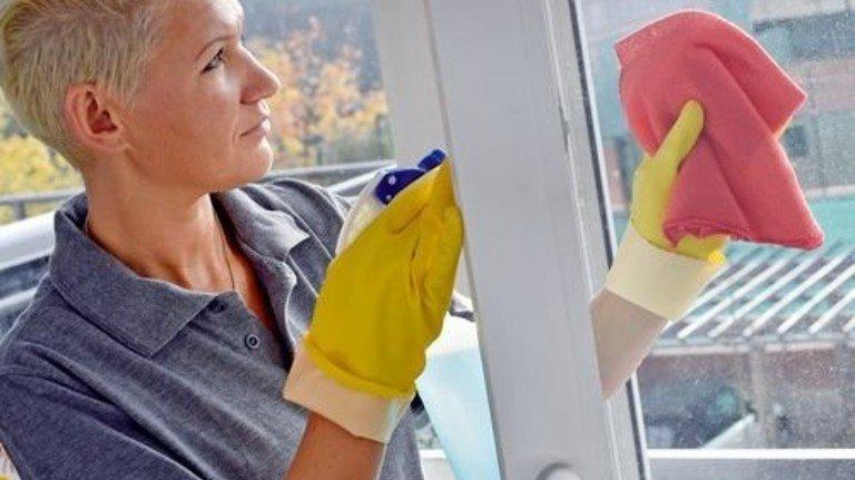Bestellt per Internet: Diese Reinigungskraft findet in Berlin ihre Kunden online. Foto: dpa