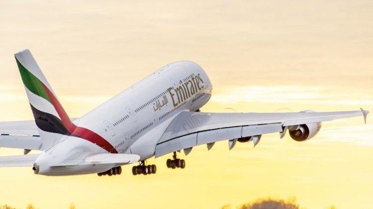 Riese am Himmel: Im A 380 liegt der CFK-Anteil schon heute bei 22 Prozent.  Foto: Airbus