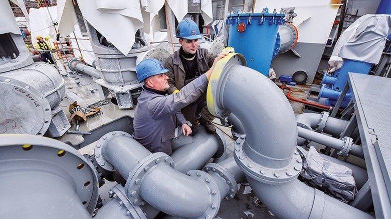 Experten am Werk: Die Werft beschäftigt an ihren drei Standorten insgesamt rund 2.800 Mitarbeiter. Foto: Christian Augustin