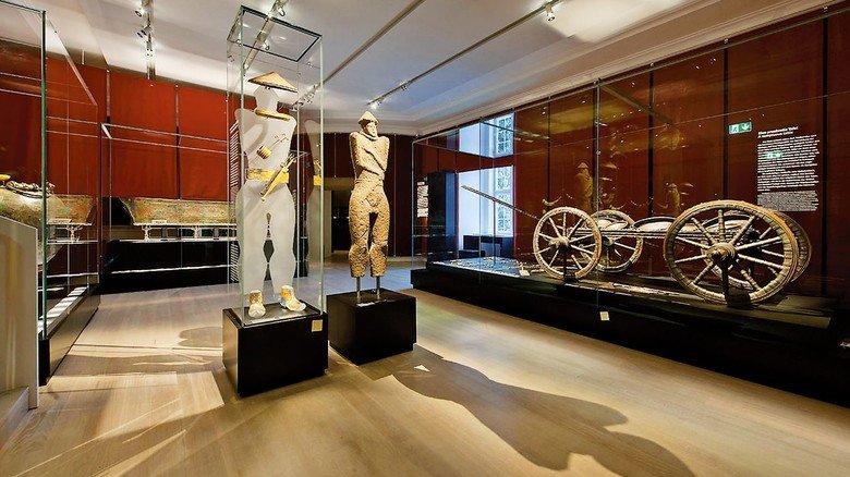 """Landesmuseum Württemberg: Hier steht der """"Krieger von Hirschlanden""""."""