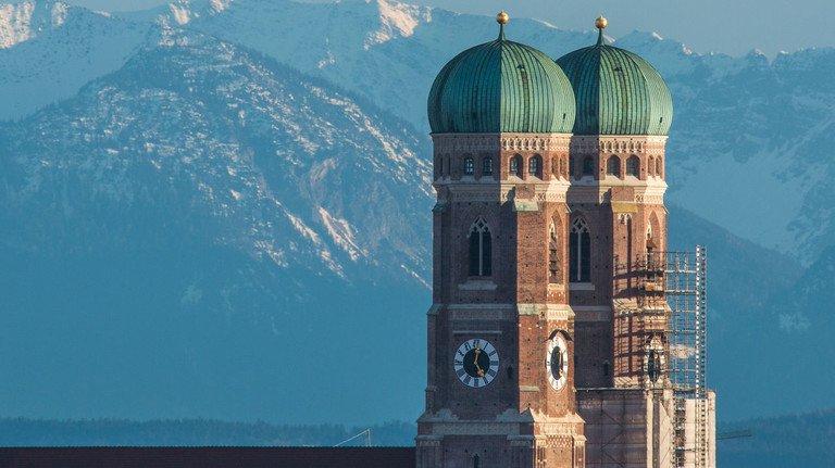 Das heitere Wetter in Bayern trügt: Die konjunkturellen Aussichten für die Wirtschaft im Freistaat sind alles andere als sonnig.