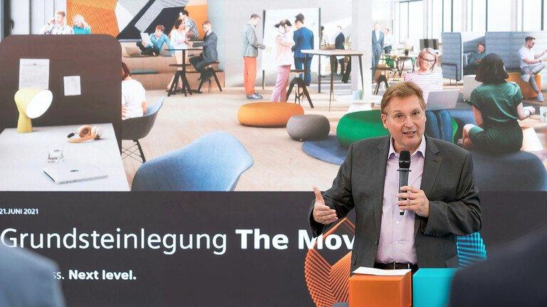 Neue Arbeitswelten: Uwe Bartmann bei der Vorstellung des neuen Siemens-Standorts in Frankfurt Gateway Gardens.