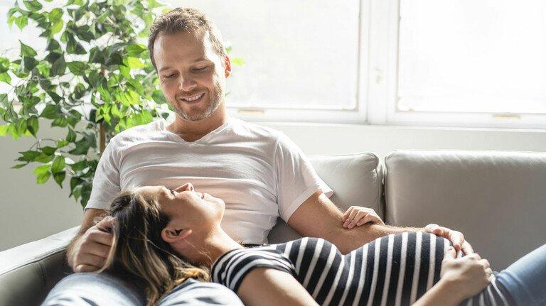 Zeit der Vorfreude: Schon frühzeitig vor der Geburt ihres Kindes sollten sich werdende Eltern mit dem Thema Elterngeld beschäftigen.