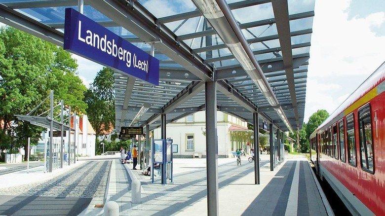 Hell und freundlich: Lichtröhren am Bahnsteig für die Deutsche Bahn. Foto: Werk