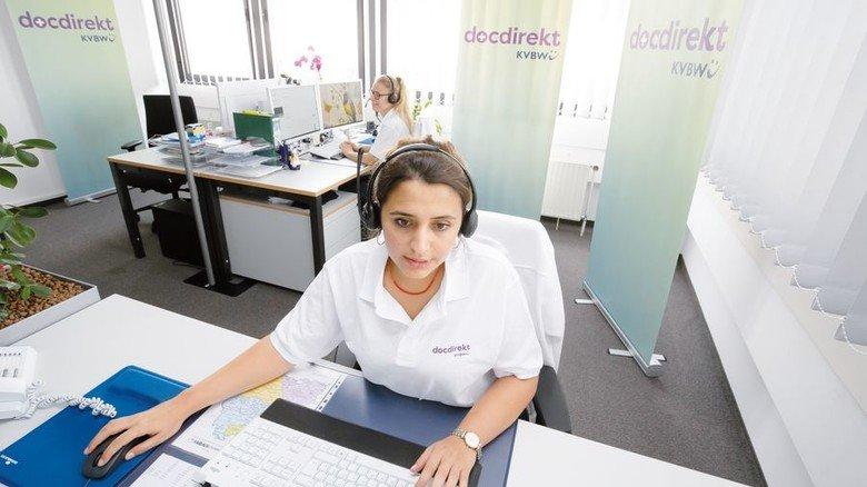 Kompetent: Die medizinische Fachangestellte Derya Karakulak ist die erste Anprechpartnerin. Foto: Mierendorf
