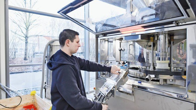 """Extrem schnelle Maschine: Thomas Bröker an der """"KTP 720X"""". Foto: Wirtz"""