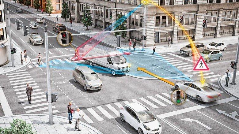 Sprechende Kreuzung: Das System kommuniziert mit allen Verkehrsteilnehmern rundum. Foto: Werk