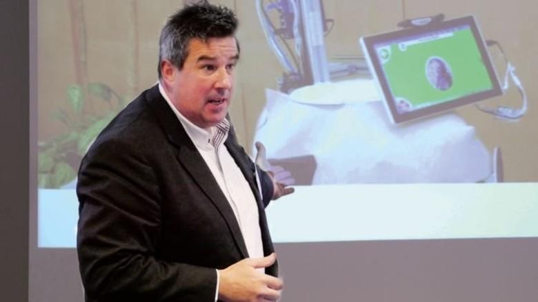 Optimistisch: Josef Buschbacher erklärt digitales Lernen. Foto: Nordmetall