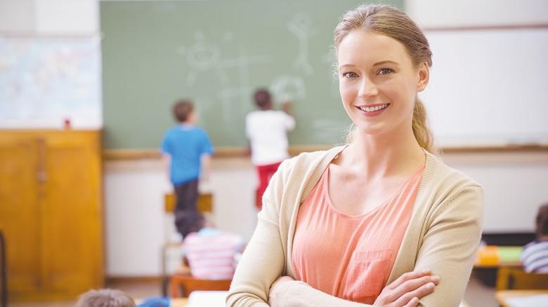 Kann auch als Angestellte arbeiten: Die Lehrerin  im Schuldienst versieht keine hoheitlichen Aufgaben.