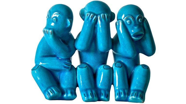 Nichts sehen, nichts hören, nichts sagen: Das sprichwörtliche Affen-Trio gilt hierzulande als Symbol für fehlende Zivilcourage.