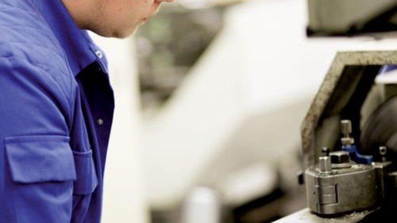 Konzentriert: Markus Lataschewitz will Verfahrensmechaniker werden. Foto: Derian