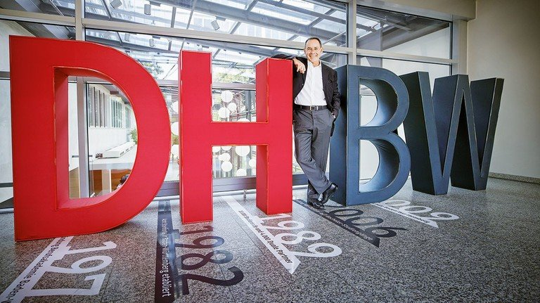 Ingenieur und Hochschullehrer: Professor Arnold van Zyl hat selbst beide Welten kennengelernt und leitet heute die Duale Hochschule Baden Württemberg.