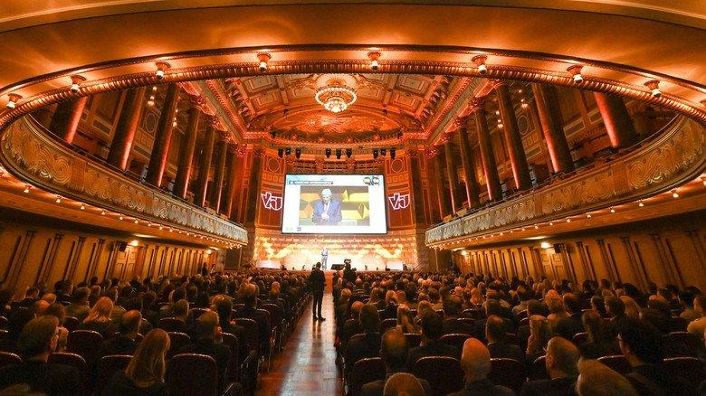 Festliches Ambiente: Mehr als 1.000 Gäste hatten sich im Wiesbadener Kurhaus zum 28. Hessischen Unternehmertag versammelt.