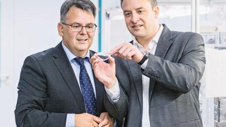 Teamsache: Neue Produkte entstehen im Zusammenspiel von Experten wie Thorsten Stein (links) und Frank Lindenlaub. Foto: Weigel