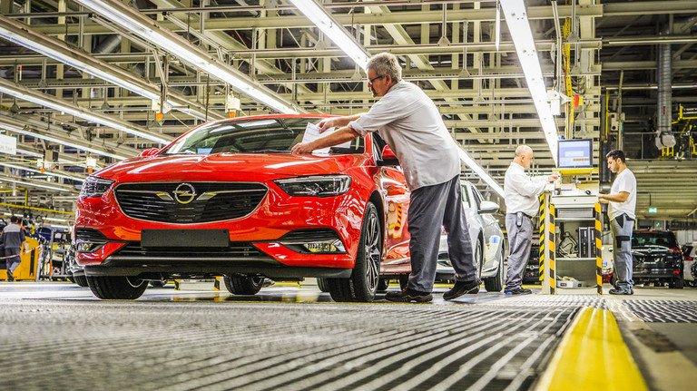 Auto-Industrie in Hessen: Sie muss bereits spürbare Umsatzeinbrüche verkraften.