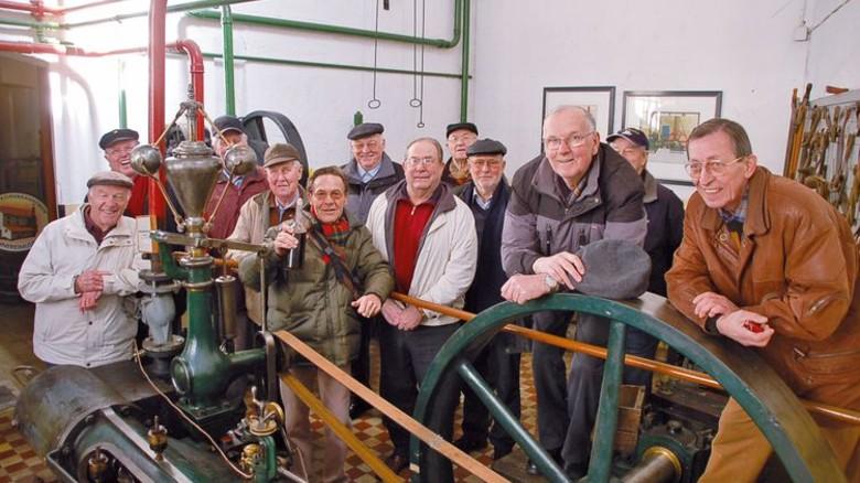 Besuchermagnet: Die Einkolbendampfmaschine im Erdgeschoss funktioniert immer noch. Foto: Brennereiverein Wildeshausen