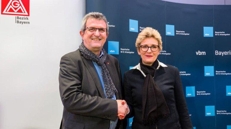 Tarifvertrag steht: Bayerns IG-Metall-Chef Jürgen Wechsler und Arbeitnehmer-Verhandlungsführerin Angelique Renkhoff-Mücke nach erfolgreichem Abschluss.  Foto: Hans-Rudolf Schulz