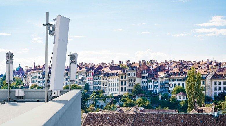 Mobilfunk: Die Anlagen werden hoch oben auf den Dächern montiert.