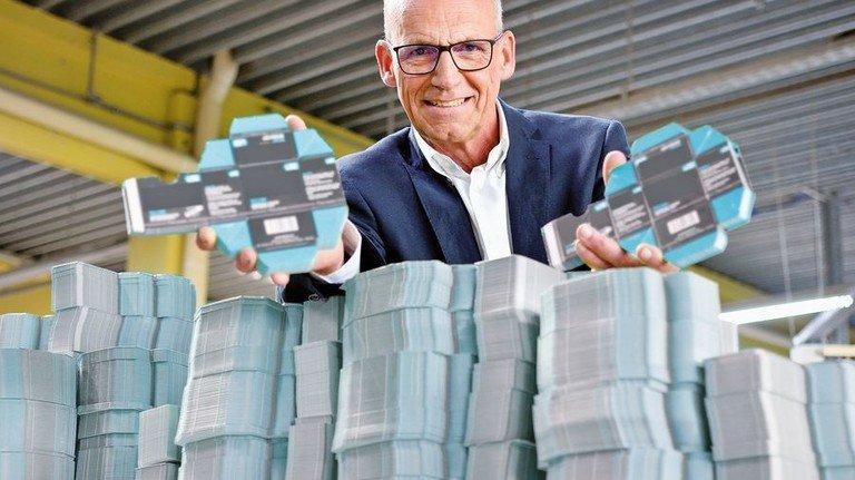 Kundenorientiert: Firmenchef Friedrich Bechtold mit einem aktuellen Produkt. Foto: Scheffler