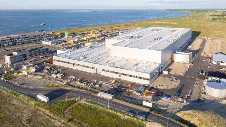 Logistik-Vorteil: Die Fabrik steht direkt an der Nordsee, das erleichtert den Transport. Foto: Siemens Gamesa/Klaus Hofmann