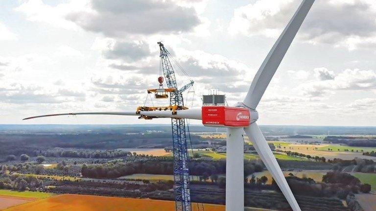Montage: Die Rotorblätter haben eine Länge von 73 Metern. Foto: Werk