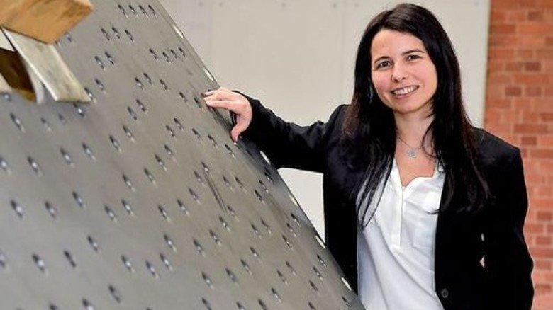 Keine Berührungsängste: Anabella Krieger mag Industrieanlagen. Foto: Sandro