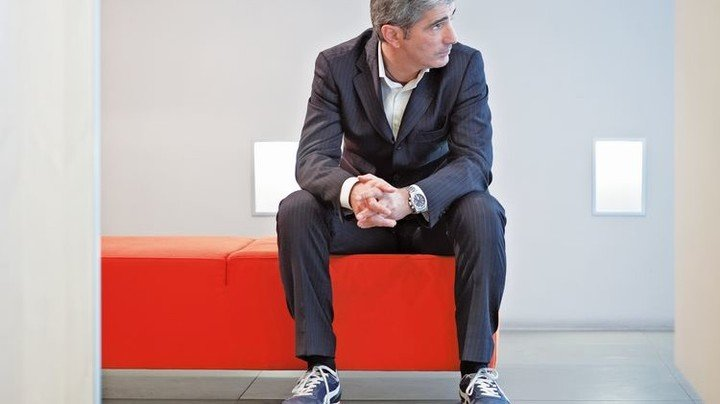 Auch Büroleute mögen's bequem: Sie greifen meist zu dezenten Modellen. Foto: Getty