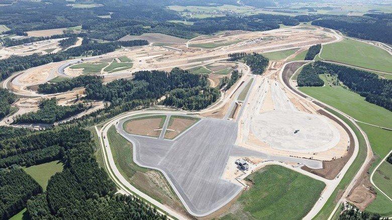 Blick auf das Daimler Prüf- und Technologiezentrum in Immendingen. Im Vordergrund die Bertha Fläche, eine Test-Fläche zum autonomen Fahren. Foto: Werk