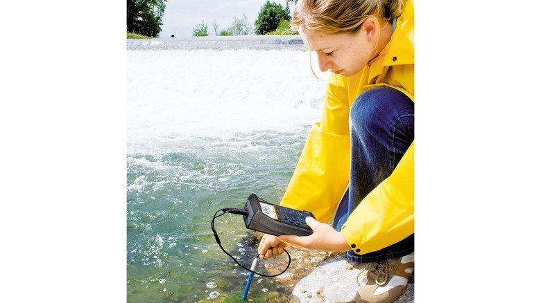 Im Einsatz: Messgeräte von Xylem bei der Kontrolle eines Flusses.