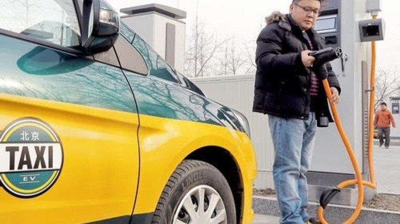 Elektro-Taxi: Immer mehr Autos im Reich der Mitte fahren mit Strom. Foto: dpa