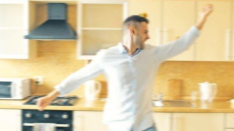 Morgendlicher Küchentänzer: Nach Wurstbrot sieht er nicht aus. Foto: Shutterstock