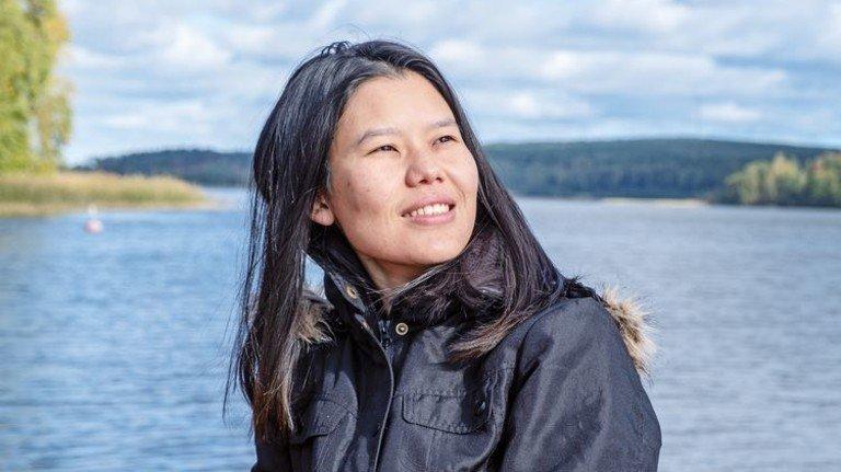 Versonnen: Sun May Htoo, einst Flüchtling aus Myanmar, ist jetzt finnische Bürgerin. Foto: Roth