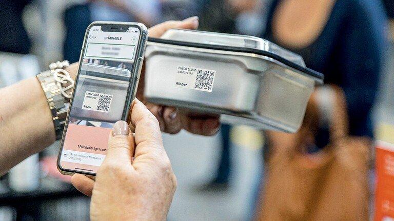 Kreislaufsystem für Gastro-Betriebe: Jeder Kunde und jeder Behälter haben einen eigenen QR-Code.