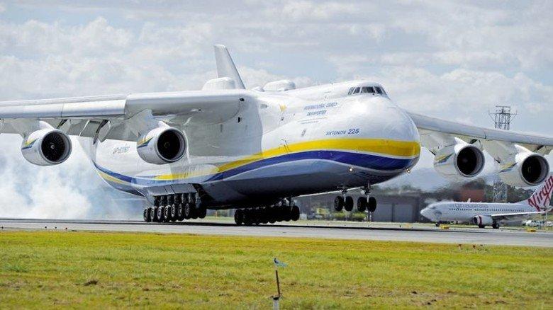 Die russische AntonovAn-225 hat eine Flügelspannweite von 88Metern, ist 84 Meter lang und 18 Meter hoch. Sie kann 250 Tonnen Fracht transportieren. Foto: Getty