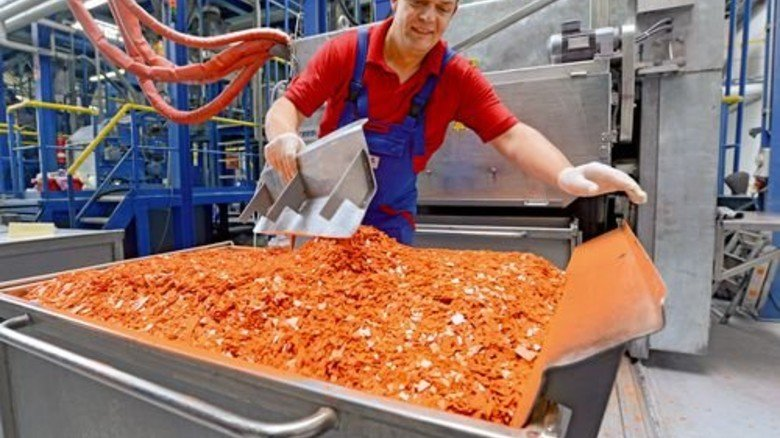 Vielseitig: Tobias Lindemann beherrscht wie alle Mitarbeiter in der Produktion alle Maschinen. Foto: Sturm