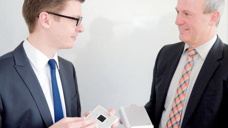 Erfindergeist: Tim Bormann (links) und Armin Dussler tüfteln lange für ideale Lösungen. Foto: Puchner