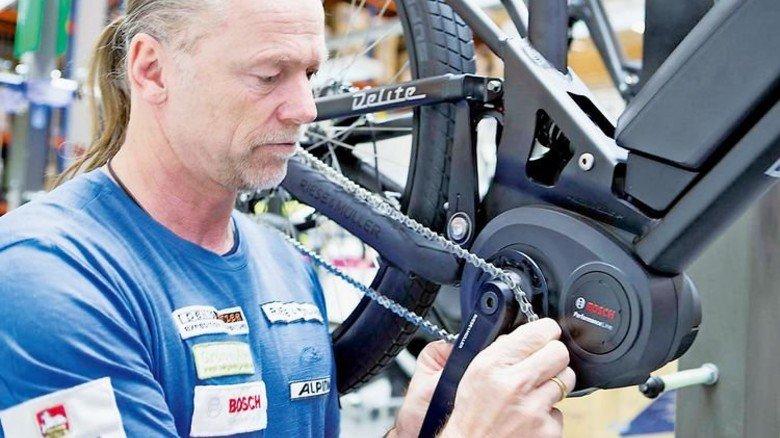Montage bei Bosch: Das Unternehmen ist bei Motoren für E-Bikes Marktführer in Europa. Foto: Werk